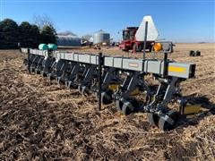 "Hiniker 6000 3-Pt 10R30"" Cultivator"
