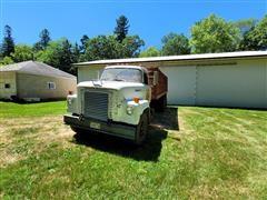 1974 International 1900 T/A Grain Truck