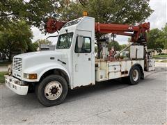 1998 International 4700 4X2 Digger Derrick Truck