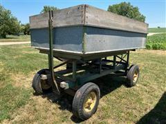 John Deere Gravity Flow Wagon