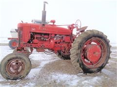 1954 Farmall M 2WD Tractor (INOPERABLE)