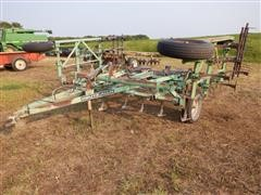 Deutz-Allis V1200 17' Folding Field Cultivator