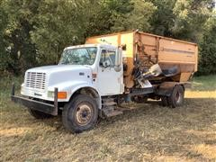 1995 International 4900 Feed Truck W/Knight 3060