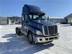 2014 Freightliner Cascadia 125DC T/A Day Cab Truck Tractor