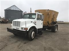 1994 International 4900 S/A Feed Truck