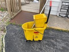 Rubbermaid Wave Break Mop Bucket