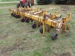 Buffalo 8R30 Ridge Till Cultivator W/Hillers