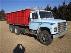 1979 International 1824 T/A Grain Truck