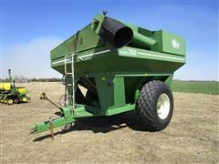E-Z Trail 700 Grain Cart