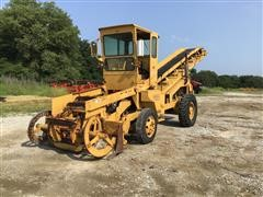 1983 Athey 7-12D Material Loader