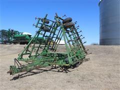 John Deere 960 3-Section Field Cultivator W/3-Row Leveler