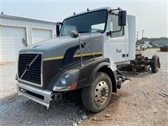 2004 Volvo VNL64T T/A Day Cab Truck Tractor
