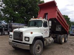 1999 Mack RD690S T/A Dump Truck