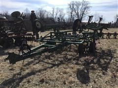 John Deere 960 19' Field Cultivator