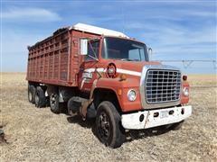 1975 Ford LN900 Tri/A Grain Truck (INOPERABLE)