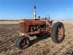 1942 Farmall M 2WD Tractor (INOPERABLE)