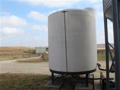 3000 Gallon Upright Cone Bottom Poly Tank