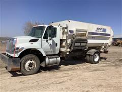 2016 International 7400 S/A Feed Truck