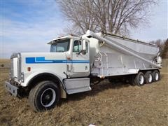 1995 International 9300 Tri/A 24' Bulk Feed Truck