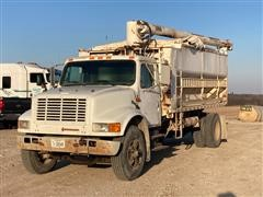 1992 International 4900 S/A Bulk Feed Truck