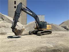 John Deere 240D Excavator