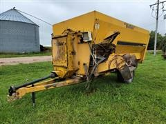 Buffalo 440 Kwikmixer Mixing Feeder Wagon