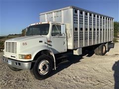 1995 International 4900 S/A Livestock Truck